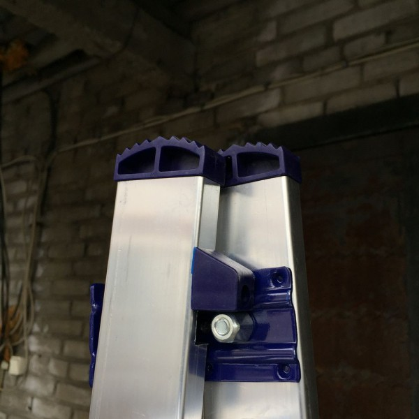 Алюминиевая трехсекционная лестница 5308 - 7