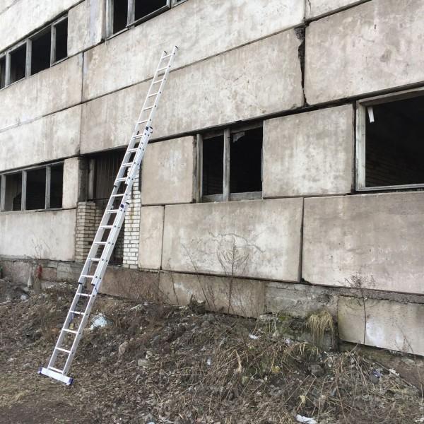 Алюминиевая трехсекционная лестница 5310 - 6