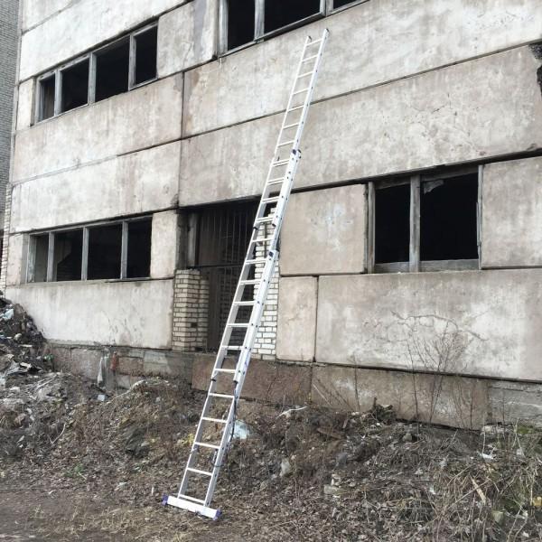 Алюминиевая трехсекционная лестница 5311 - 6