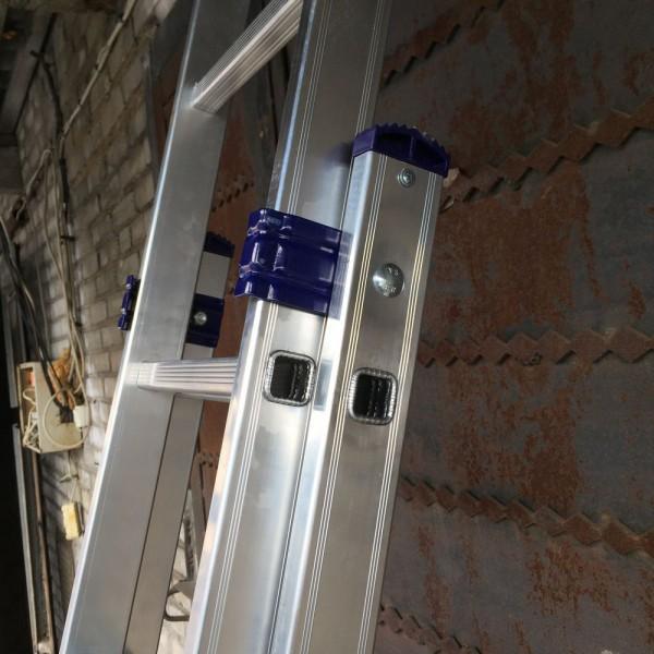 Алюминиевая трехсекционная лестница 6315 - 6
