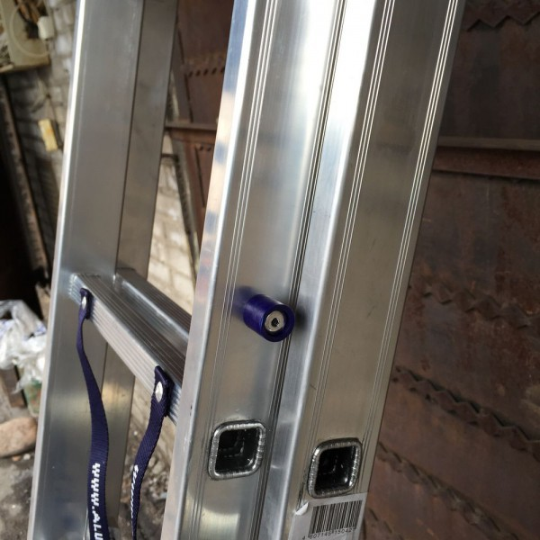 Алюминиевая трехсекционная лестница 6315 - 7
