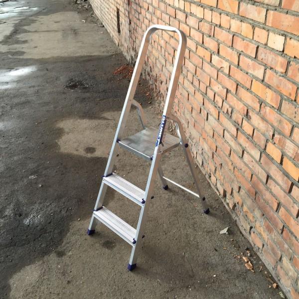 Лестница-стремянка алюминиевая матовая  3-х ст. Ам703 - 2