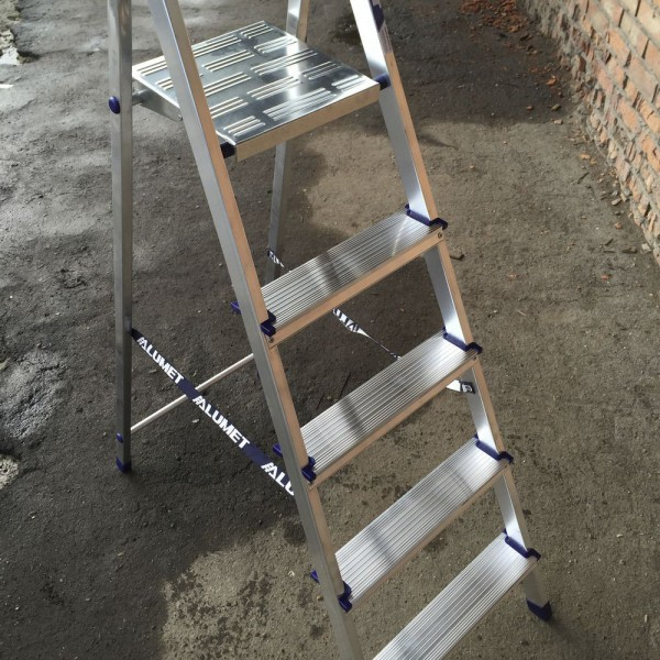 Лестница-стремянка алюминиевая матовая  5-х ст. Ам705 - 1