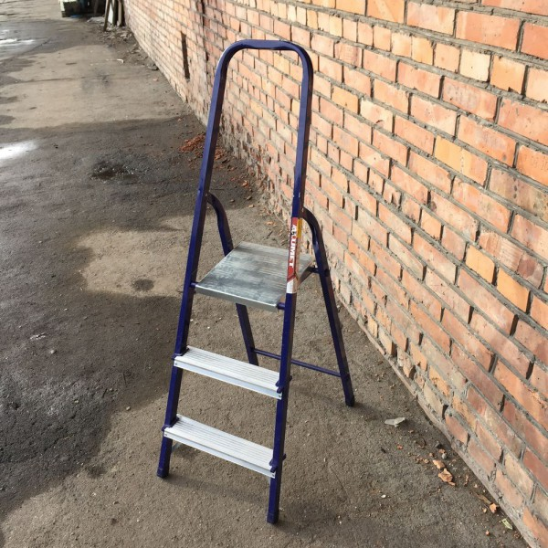 Лестница-стремянка 30*20 стальная 3-х ст.8303 - 2