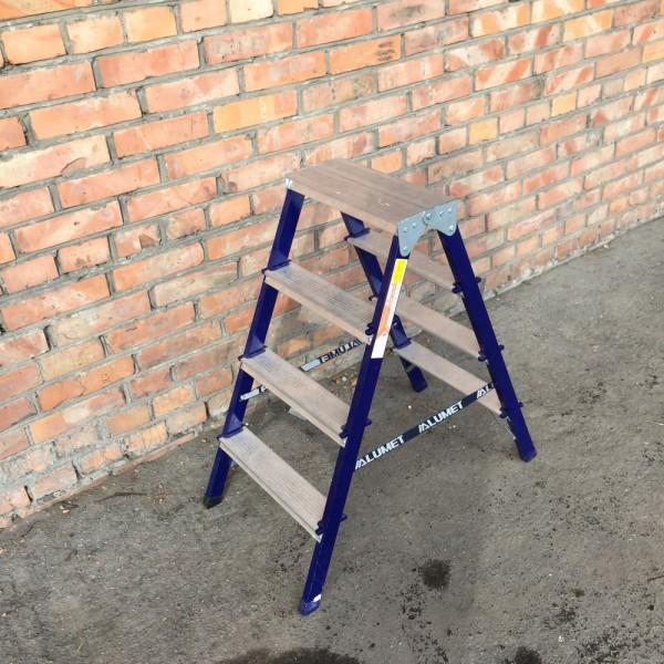 Лестница-стремянка 30*20 стальная 4-х ст.8304 - 1